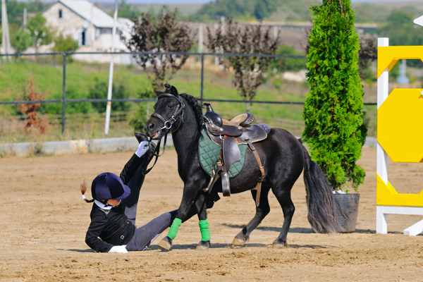 dangerous-sport-horse-jumping-and-riding